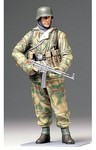Tamiya - 1/16 WWII German Infantryman (Plastic Model Kit)