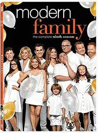 Modern Family - Season 9 (DVD) - Cover