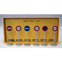 Dinky Toys Collection - 1/43 - 6 Piece Road Signs (Die Cast Model)